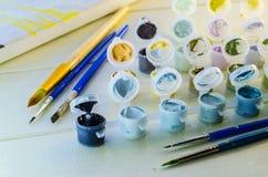 Satz farbige Acrylfarben Lizenzfreies Stockfoto