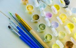 Satz farbige Acrylfarben Stockbild