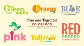 Satz farbige Logos auf dem Thema von Obst und Gemüse von Für Gemüseshops, vegetarische Restaurants und Cafés Lizenzfreie Stockfotografie