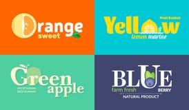 Satz farbige Logos auf dem Thema von Obst und Gemüse von Für Gemüseshops, vegetarische Restaurants und Cafés Stockbild