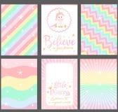 Satz farbige Pastellvektorkarten für Parteieinladung Klagen gut für Tapete ` Einhorn ` Babyparty lizenzfreie stockfotos