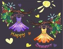 Satz farbiger Sommer kleidet mit Blumenmuster an Lizenzfreie Stockfotos
