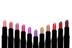 Satz Farblippenstifte, die V-Form bilden Lippenstiftsatz an lokalisiert Stockfotografie