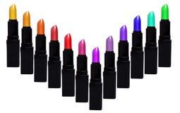 Satz Farblippenstifte, die V-Form bilden Lippenstiftsatz an lokalisiert Lizenzfreie Stockfotografie