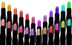 Satz Farblippenstifte, die V-Form bilden Lippenstiftsatz an lokalisiert Lizenzfreies Stockbild