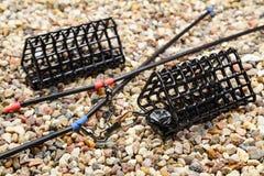 Satz Fischenfuttertröge für das Fangen durch eine Zufuhr auf steinigem Boden Stockbild