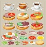 Satz Frühstücke - Spiegeleier, Sandwiche, Tee, Kaffee Lizenzfreies Stockfoto