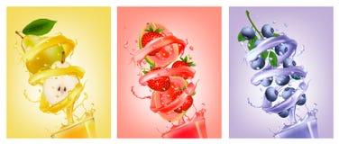 Satz Frucht im Saft spritzt Birne, Erdbeere, Blaubeere stock abbildung