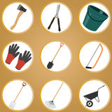 Satz Gartenwerkzeuge auf weißem Hintergrund Stockbild