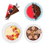 Satz Geburtstagskuchen mit frischen organischen Früchten, Schokolade haftet Stockbilder