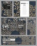 Satz Geschäftsschablonen für Darstellung, Broschüre, Flieger, Broschüre Goldenes Mikrochipmuster, abstrakte Schablone Stockbild