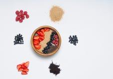 Satz gesundes Lebensmittel mit acai Schüssel Lizenzfreie Stockfotografie