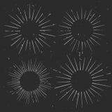 Satz gezeichnete Strahlnrahmen des Weinlesekreises Hand, starburst Schablone Stockfotos