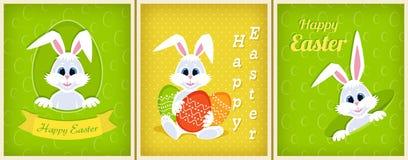 Satz glückliche Ostern-Grußkarten Weißer netter Osterhase, der aus einem Loch heraus, Band, Eier, Glückwünsche, lächelnde Kaninch Stockfotos