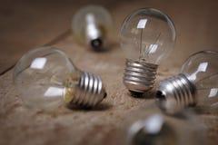 Satz Glühlampen mit der steht heraus Lizenzfreie Stockbilder