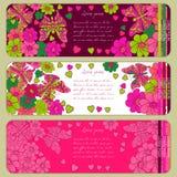 Satz Grußkarten im Stil des children& x27; s-Gekritzel sehr ausführliche Gekritzel Schmetterlinge, Blumen und stilvolle Beschrift Lizenzfreie Stockfotos
