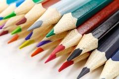 Satz hölzerne Farbe zeichnet auf einem weißen Hintergrund an Lizenzfreie Stockfotografie