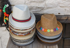 Satz Hüte der selben Größe, aber der unterschiedlichen Ästhetik lizenzfreies stockfoto