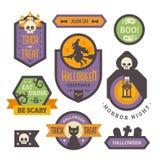 Satz Halloween-Ausweise Flache Feiertagselemente und -fahnen stockfotos
