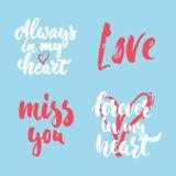Satz Hand gezeichnete Heilig-Valentinsgruß-Tagesbeschriftungsphrasen über Liebe Foto bedeckt Zeichen Hochzeitsfotoalbum und Grußk lizenzfreie abbildung