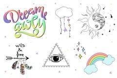 Satz Handgezogene Boho-Gestaltungselemente einschließlich Federn, Traumfänger, Pfeile, Beschriftung, magische Hippieelemente stockbild