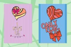 Satz Heilig-Valentinsgrußtageshand gezeichnete Grußkarten mit Herzen lizenzfreie abbildung