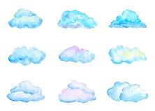Satz helle blaue Aquarell-Wolken, lokalisiert auf Weiß Lizenzfreies Stockbild
