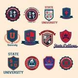 Satz Hochschul- und Collegeschulkämme und -embleme Stockbilder