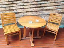 Satz Holztisch und Stühle Stockfotografie