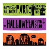 Satz horizontale Fahnen mit glücklicher Halloween-Partei Einladung mit den Zombiehänden, Schattenbildkirchhof und Grabstein Stockfoto