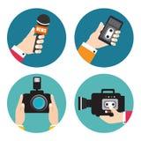 Satz Ikonen mit den Händen, die Sprachaufzeichnungsanlagen, Mikrophone, Ca halten stock abbildung