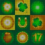 Satz Ikonen am Tag St Patrick Bild von kleinen runden Formen Glühende Symbole des Feiertags Blattklee und glühende Kreise Lizenzfreie Stockbilder