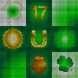Satz Ikonen am Tag St Patrick Bild von kleinen runden Formen Glühende Symbole des Feiertags Blattklee und glühende Kreise Stockfotografie
