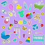 Satz Ikonenflecken auf dem Thema der Kindheit und neugeborenes, Zeichen auf einem purpurroten Hintergrund Lizenzfreie Stockfotografie