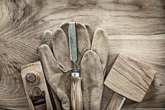 Satz joiner's Werkzeuge auf hölzernem Brett Lizenzfreie Stockbilder
