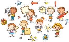 Satz Karikaturkinder, die verschiedene Gegenstände halten Stockfoto