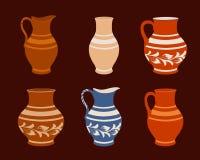 Satz keramische Tonware, Sammlungskrüge in der unterschiedlichen Veränderung stock abbildung