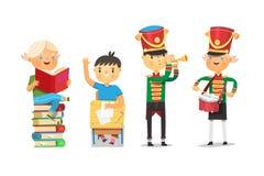 Satz Kinder in der Schule, die an den verschiedenen Tätigkeiten teilnehmen, bot durch pädagogischen Prozess an Lizenzfreies Stockbild