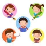 Satz Kindermaskottchenlernen Ikone für das Schreiben, lesend Zeichnen, Lizenzfreies Stockfoto