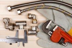 Satz Klempnerarbeit und Werkzeuge Lizenzfreies Stockbild