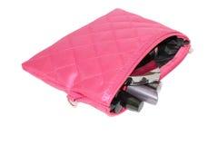 Satz Kosmetik der Frauen in der rosa Tasche Lizenzfreies Stockfoto