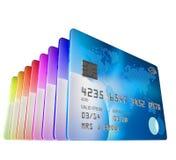 Satz Kreditkarten, die angesehen vom niedrigen Winkel stehen lizenzfreie abbildung