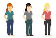 Satz - lächelnde nette weiße Frau, Mädchen in der unterschiedlichen Farbe von Kleidung und Haar Stockfoto