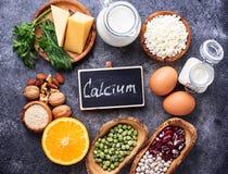 Satz Lebensmittel, das im Kalzium reich ist lizenzfreies stockfoto