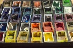 Satz leere Aquarellfarben für malende Nahaufnahme Selektiver Fokus Lizenzfreie Stockbilder