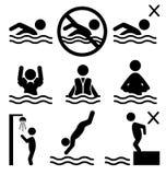 Satz Leute-Piktogrammikone der Sommerschwimmenwasserinformationen der flachen Stockfotos