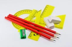 Satz Linien für das Zeichnen mit Radiergummis und Bleistiftspitzer auf einem weißen Hintergrund Lizenzfreie Stockfotografie