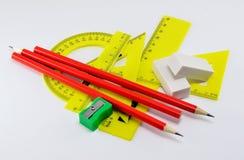 Satz Linien für das Zeichnen mit Radiergummis und Bleistiftspitzer auf einem weißen Hintergrund Lizenzfreies Stockfoto
