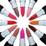 Satz Lippenstifte in einem Kreis lokalisiert auf Weiß Illustration 3d des Lippenstifts Stockbild