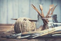 Satz Malerei und gestalten Werkzeuge Stockfotos